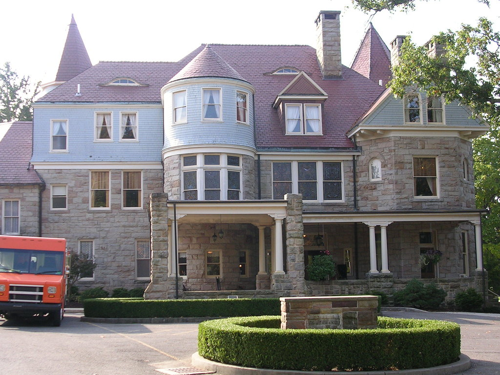 ‪Graceland Inn & Conference Center‬
