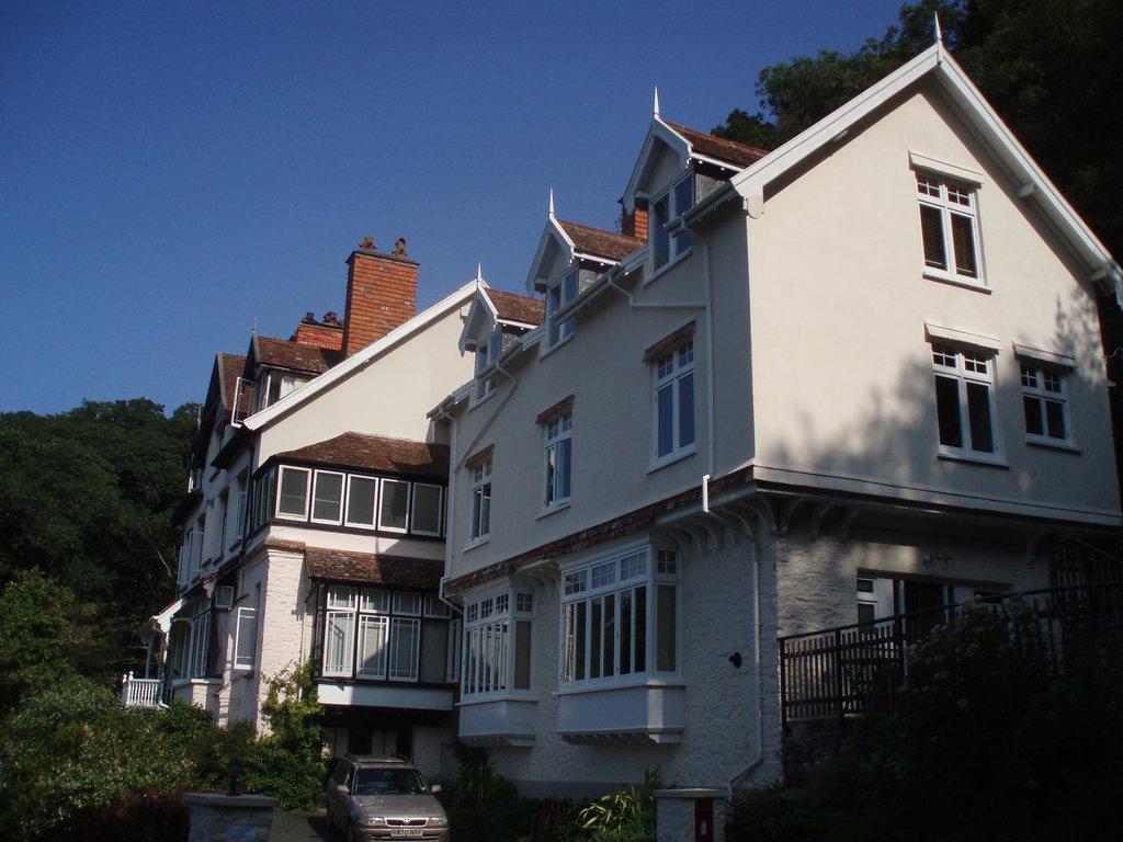 Woody Bay Hotel
