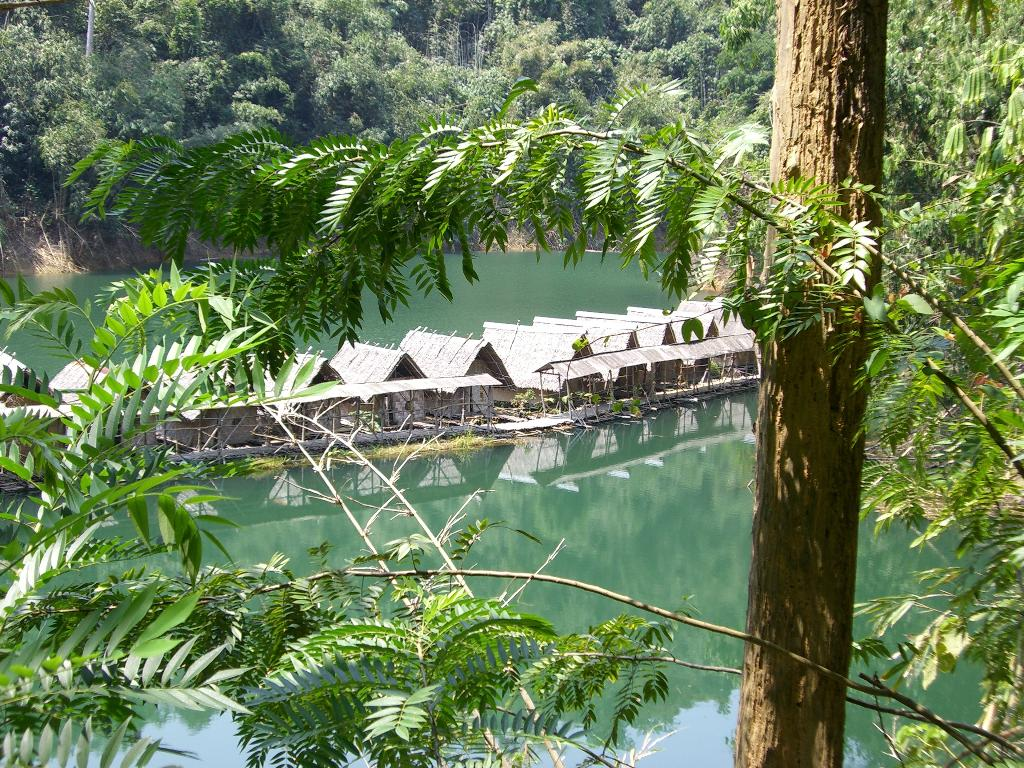 Ton Tuey Floating Raft Houses