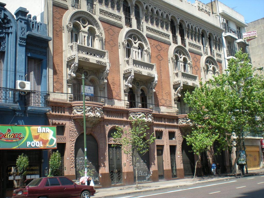 El Edificio de los Pavos Reales