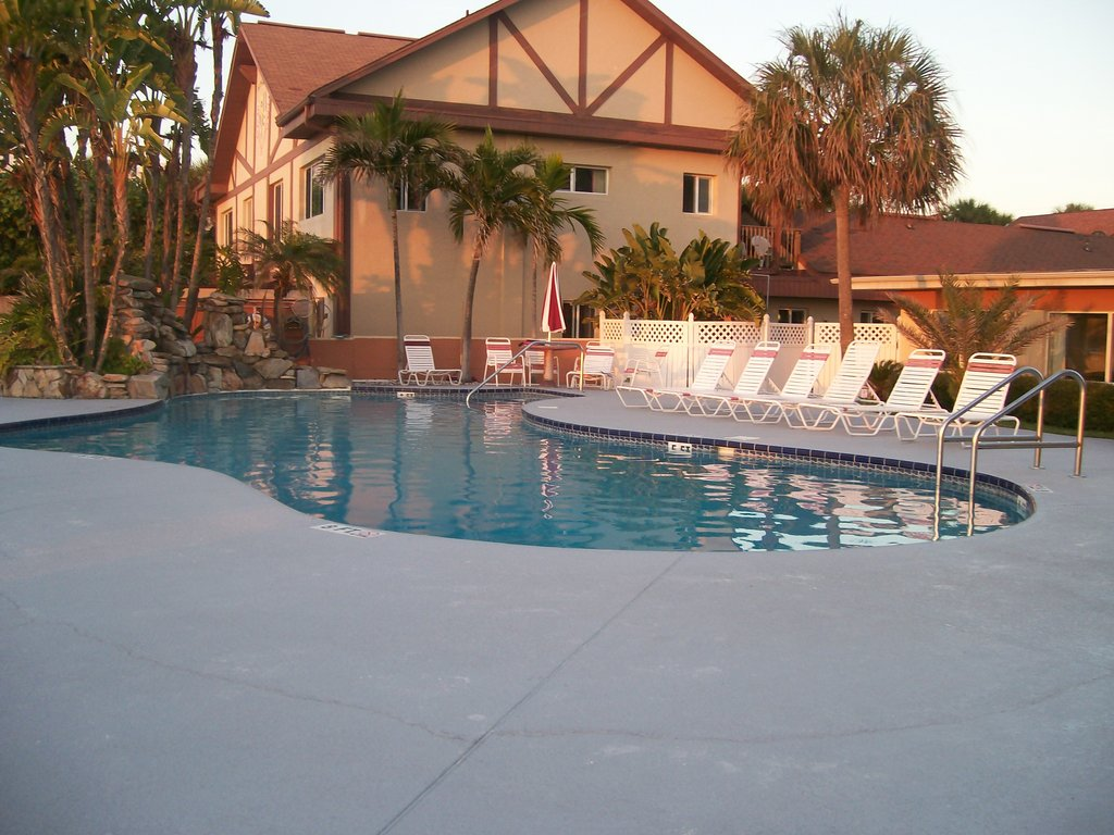 Long Key Beach Resort & Motel
