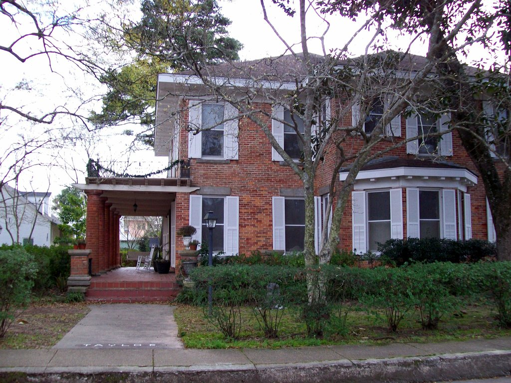 Steel Magnolia House Bed & Breakfast