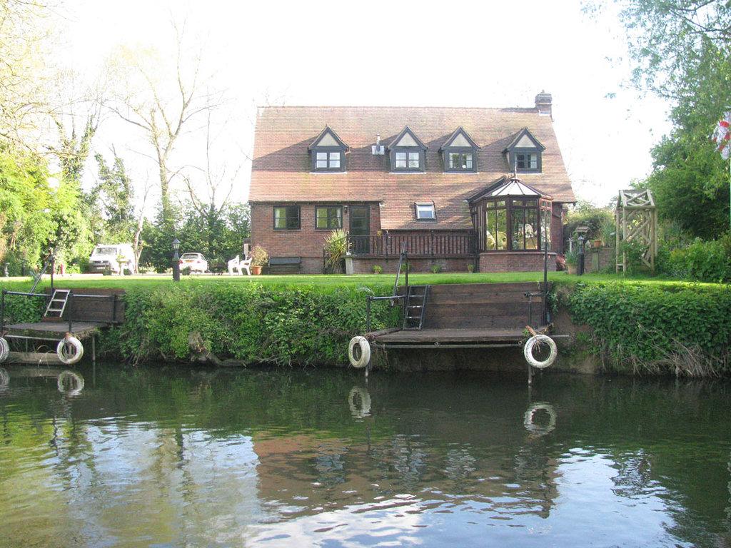 Bridgend Guest House
