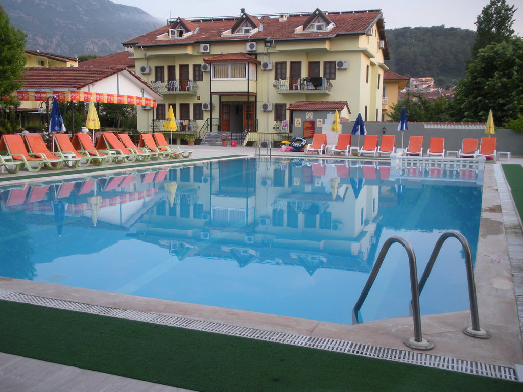 Carmina Hotel