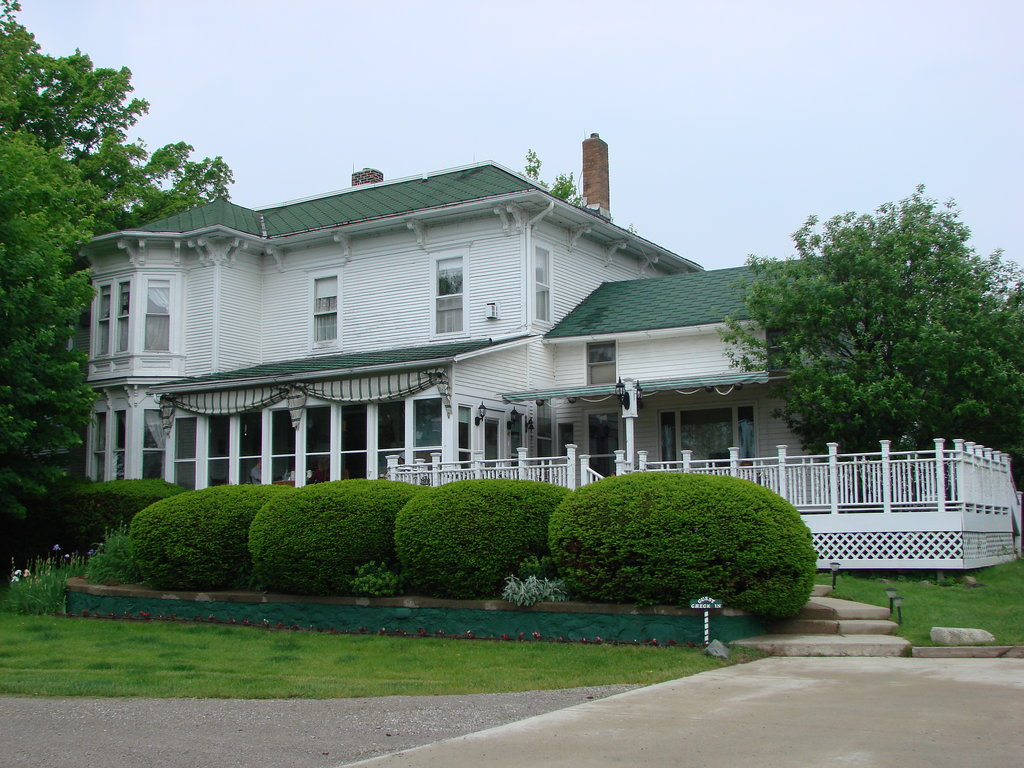 ‪Dewey Lake Manor‬