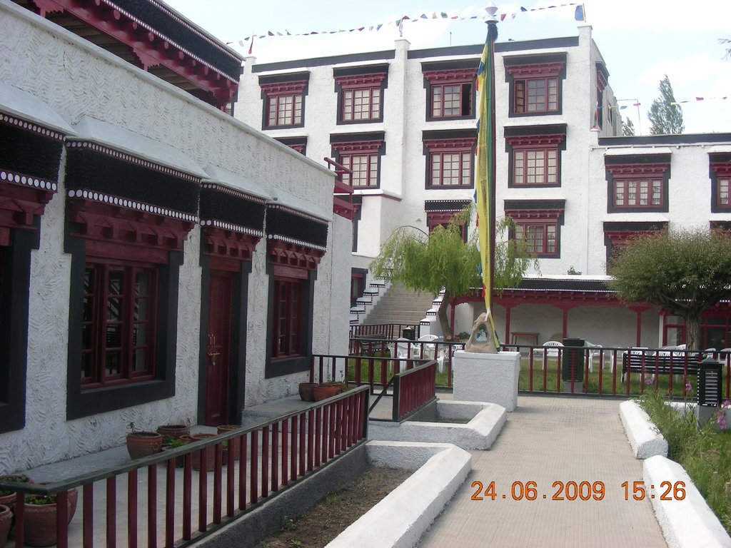 Lharimo Hotel