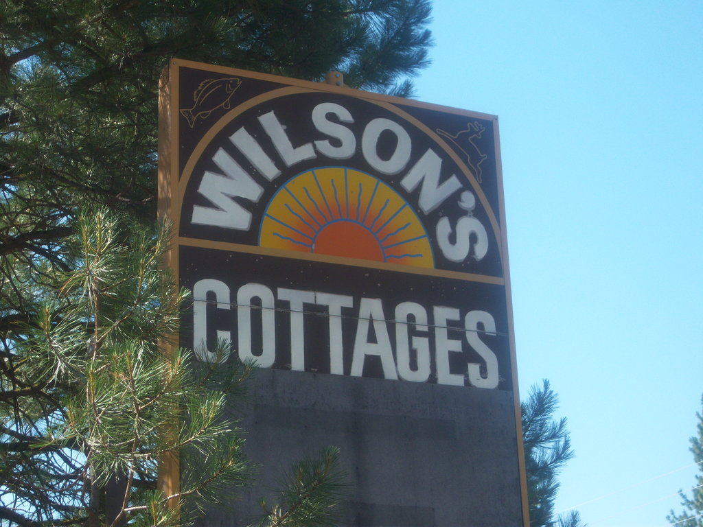 ‪Wilson's Cottages‬