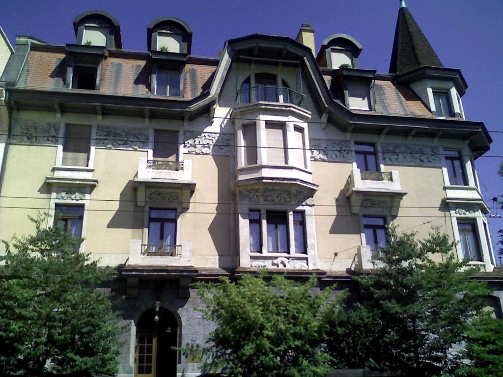 Montreux's Lake-Side Bed & Breakfast