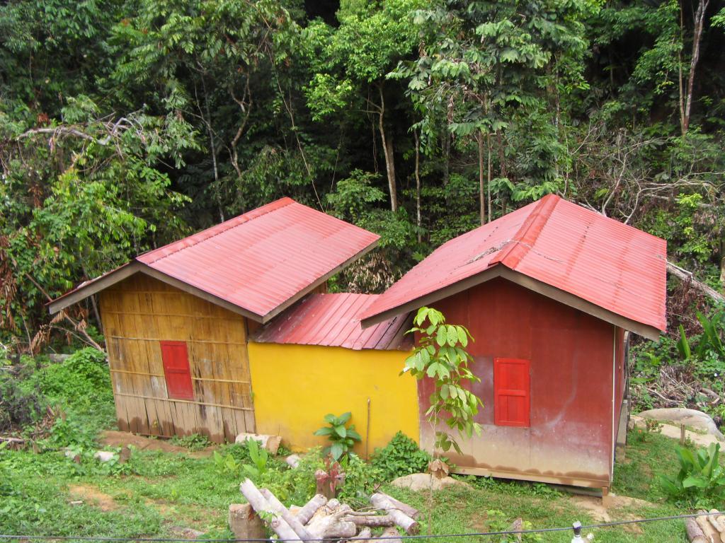 Mat Leon Village