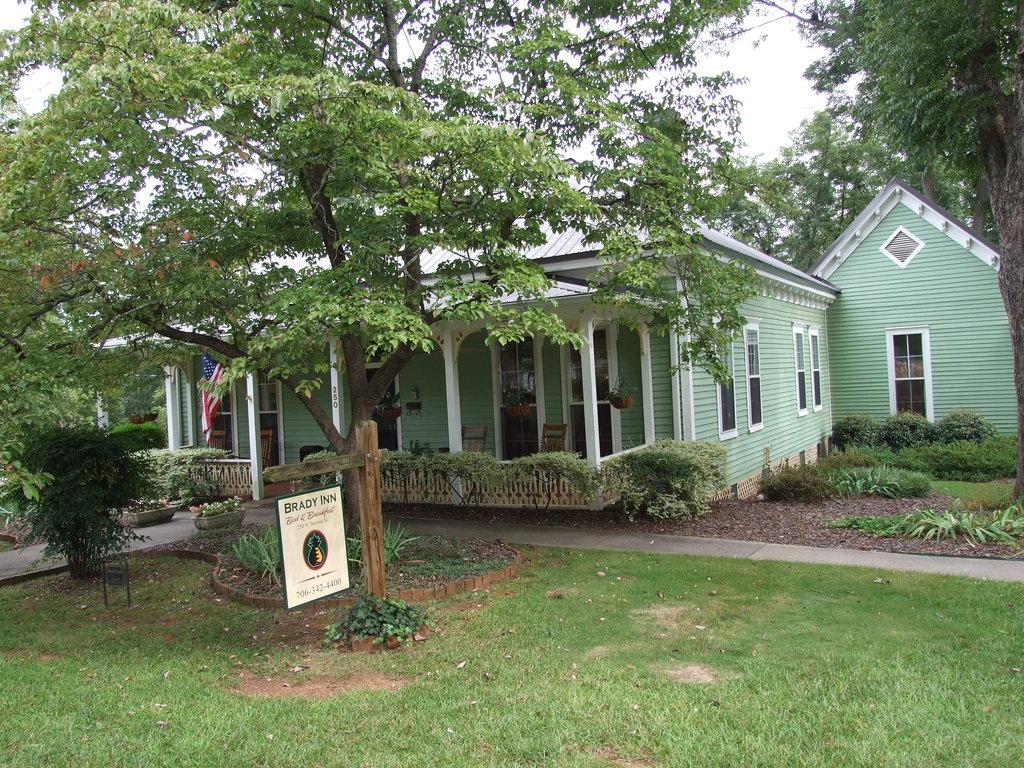 Brady Inn