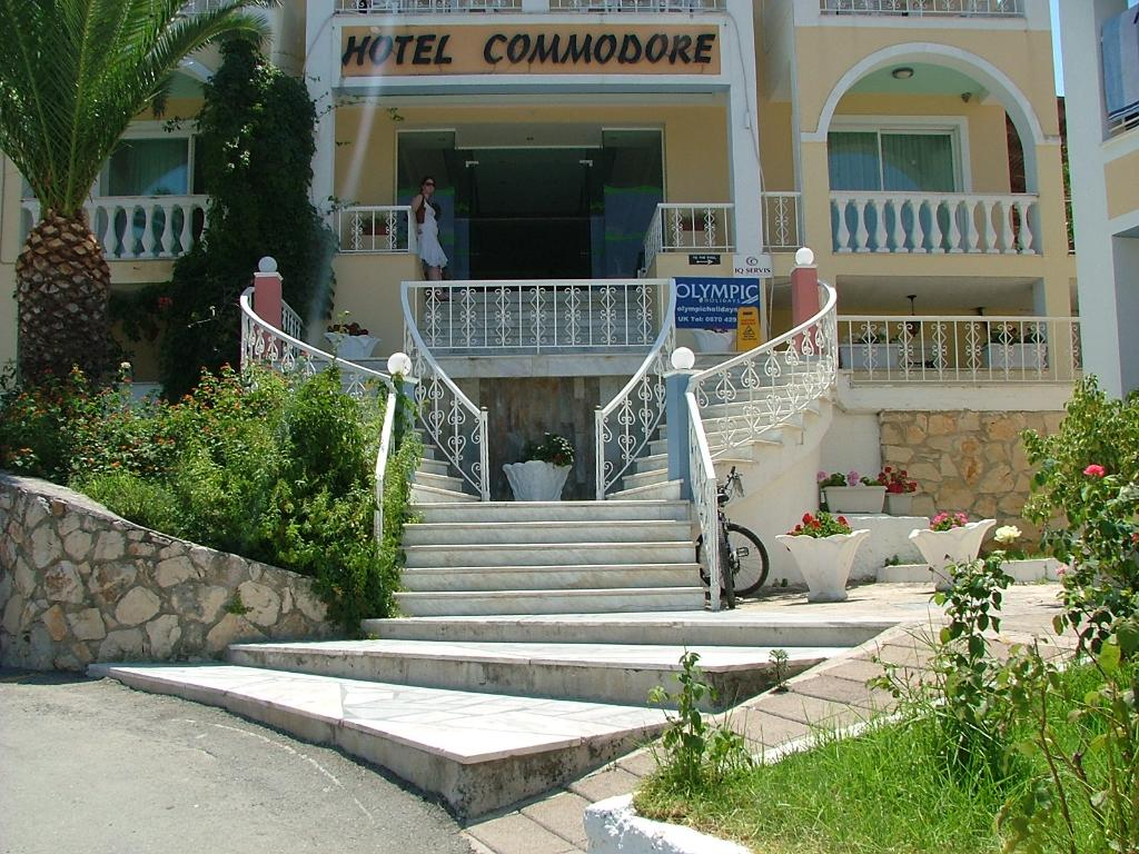 ‪Commodore Hotel‬