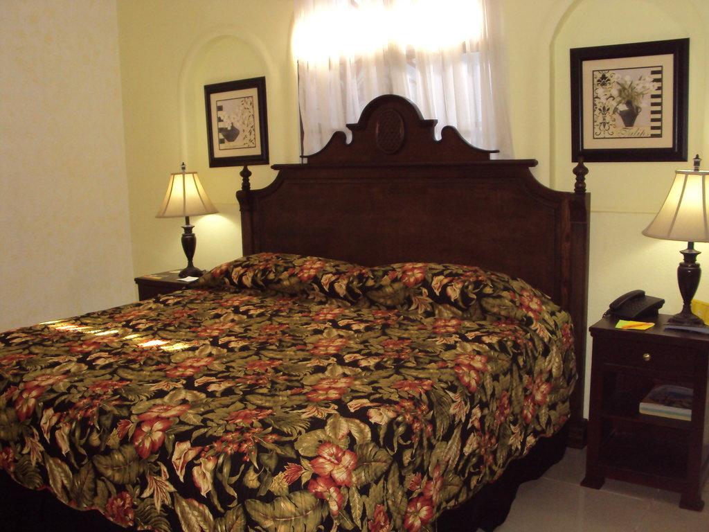 Hotel Aloha
