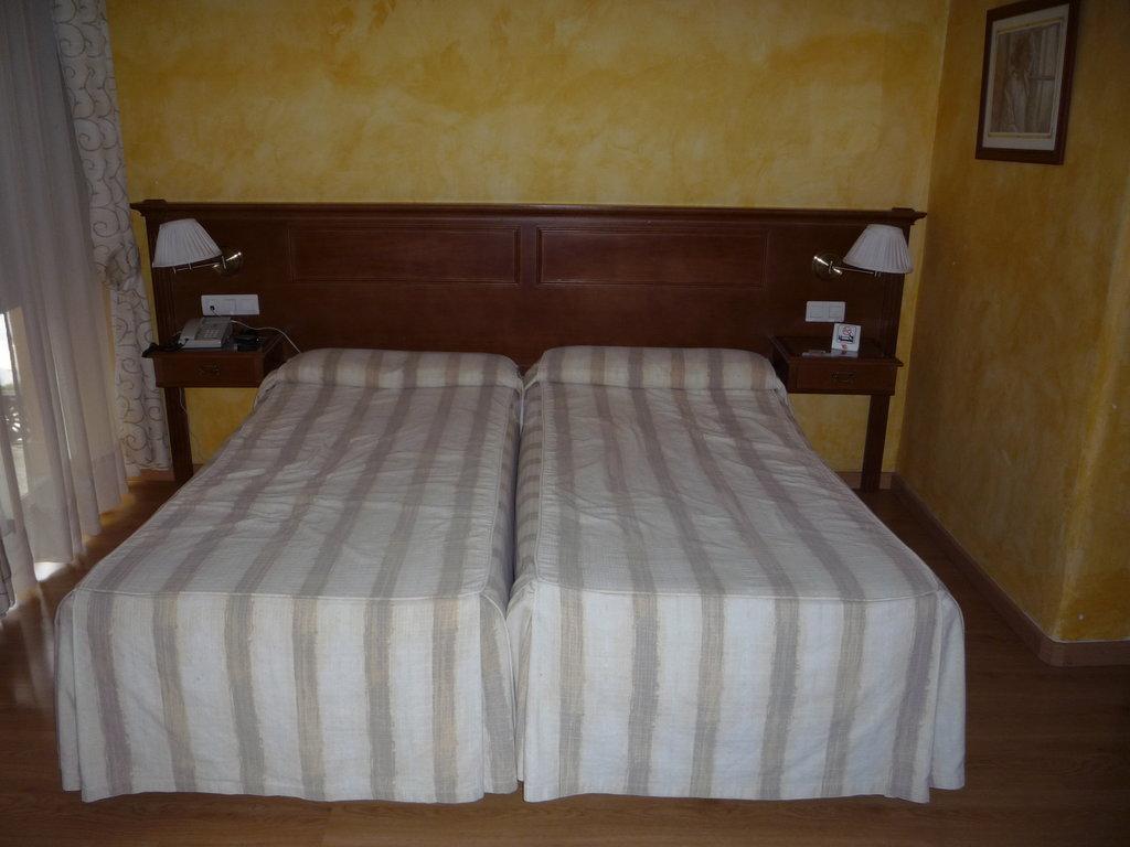洛斯提羅斯酒店
