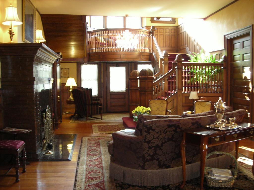 Albemarle Inn