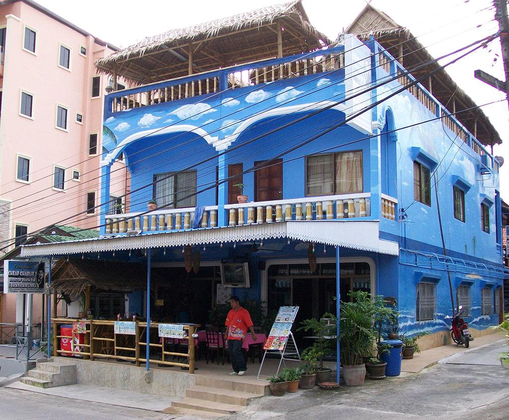 Cheap Charlie's Rooftop Beach Bar and Backpacker Lodge