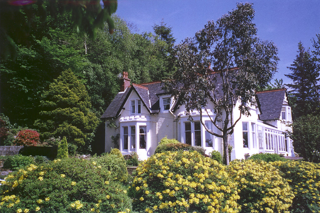 Camus House Lochside Lodge