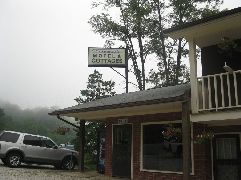 Freeman's Motel & Cottages