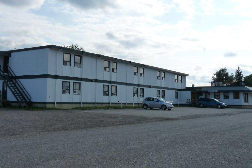 Nahanni Inn
