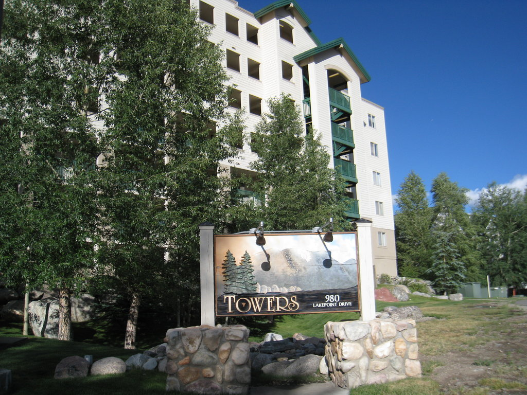 Lakepoint Condominiums