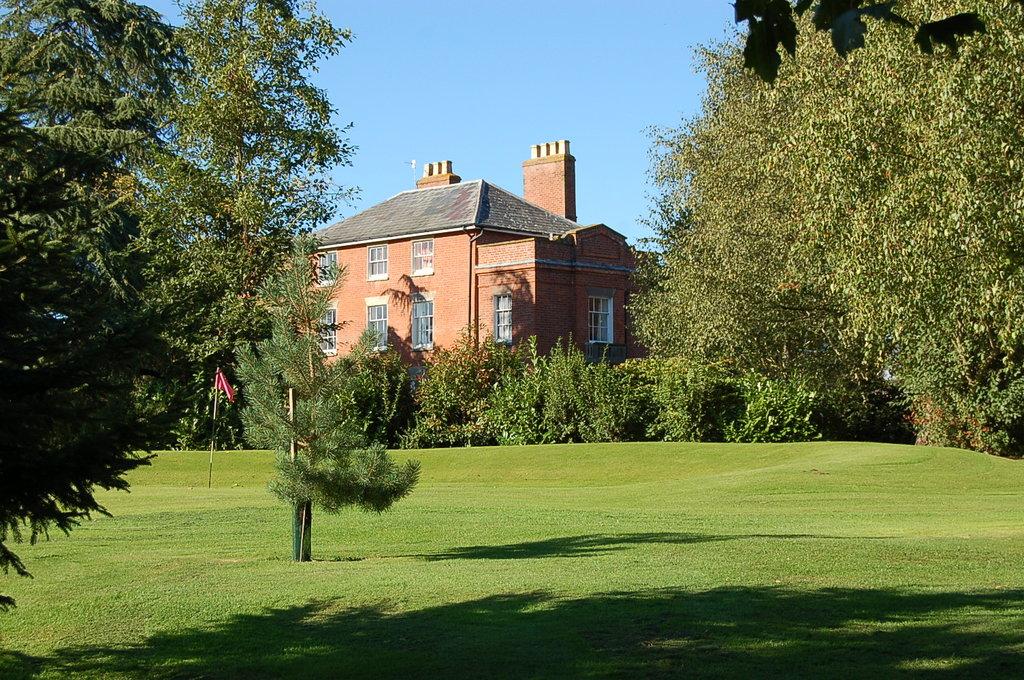 Elm Lodge Golf & Accommodation
