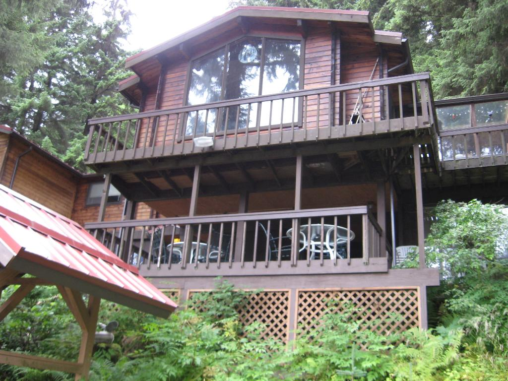 Alaska Wolf House