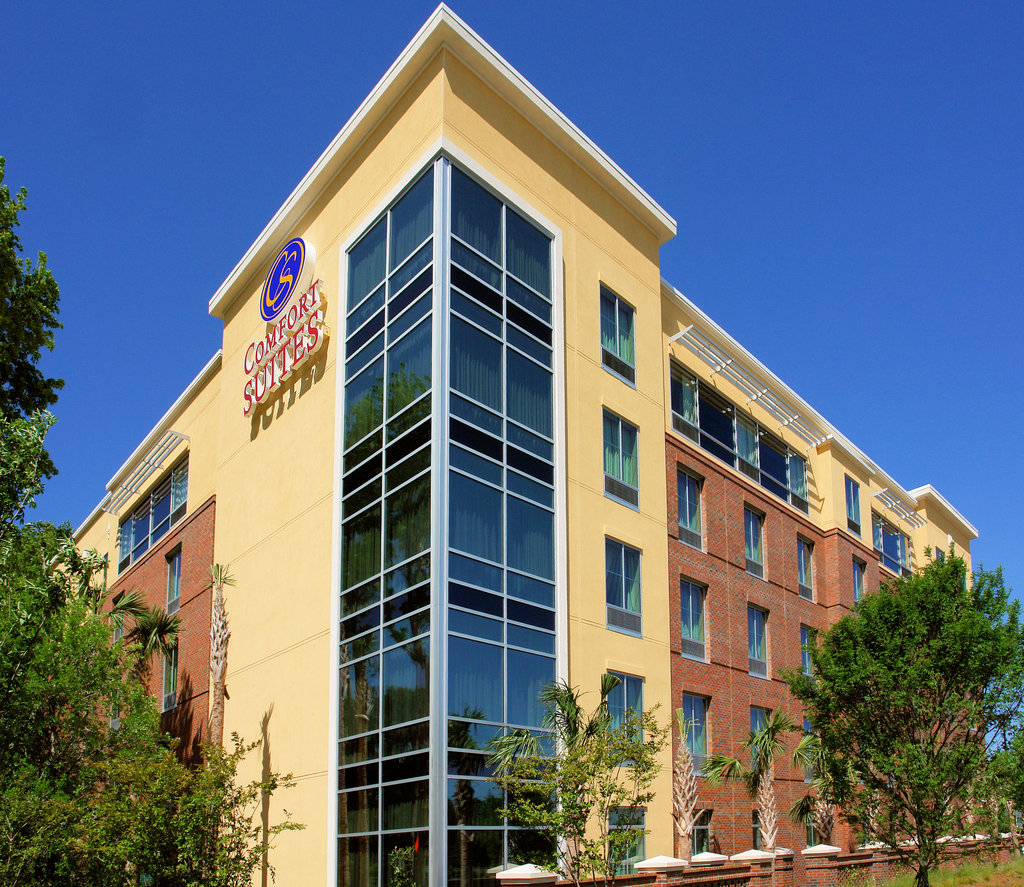 ‪Comfort Suites West of the Ashley‬