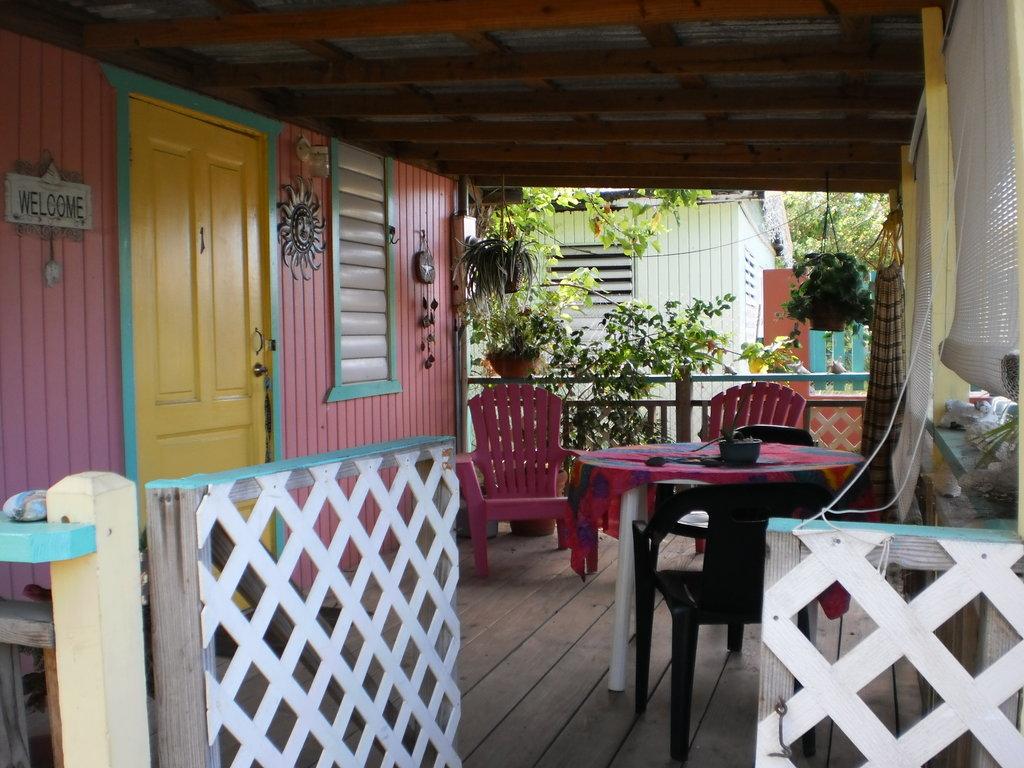 Naniqui Guest House & Rentals