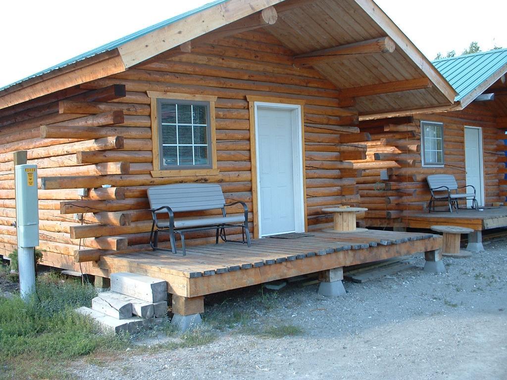 Aurora Motel & Cabins