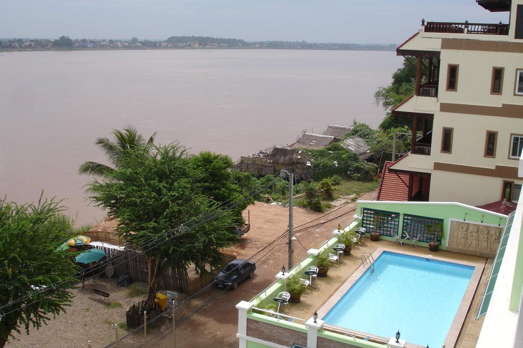 Vansana Riverside Hotel