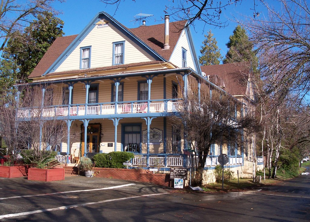 The Historic American River Inn
