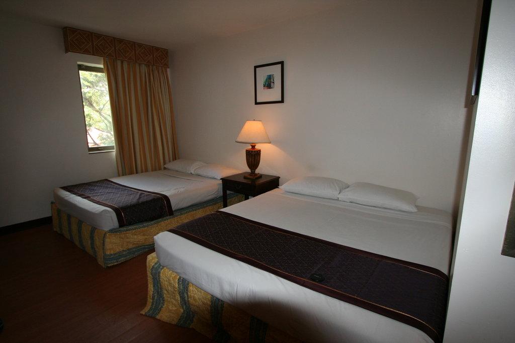 수빅 베이 트래블러즈 호텔