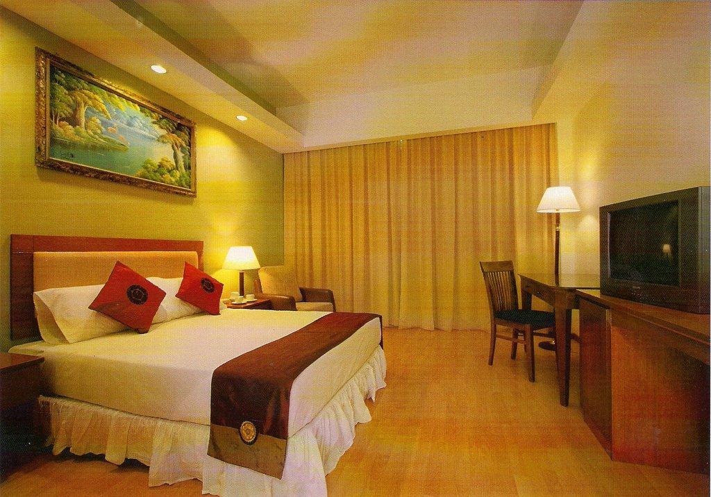 Mayres Hotel