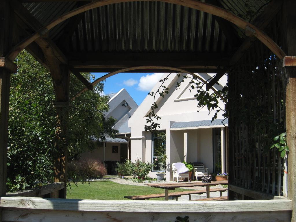 Hawkdun Rise Vineyard & Accommodation