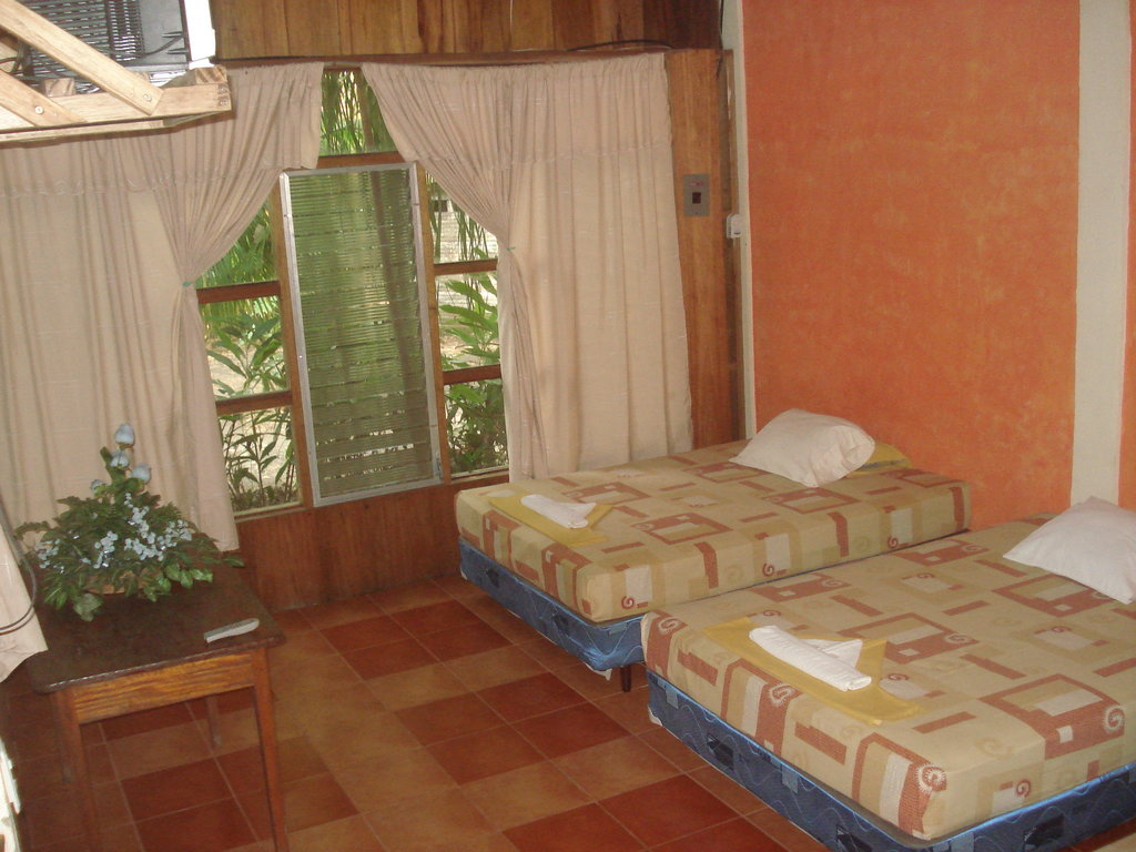 Hotel Ecologico Cabanas del Lago