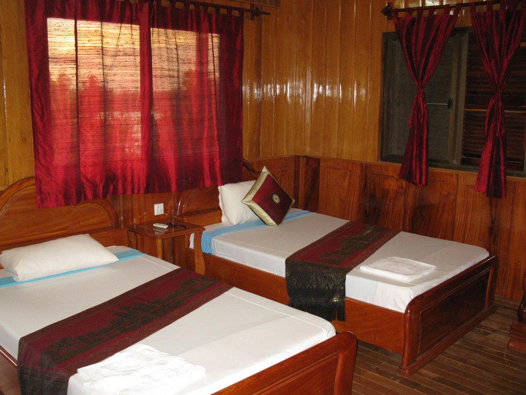 Lakeside Chheng Lok Hotel