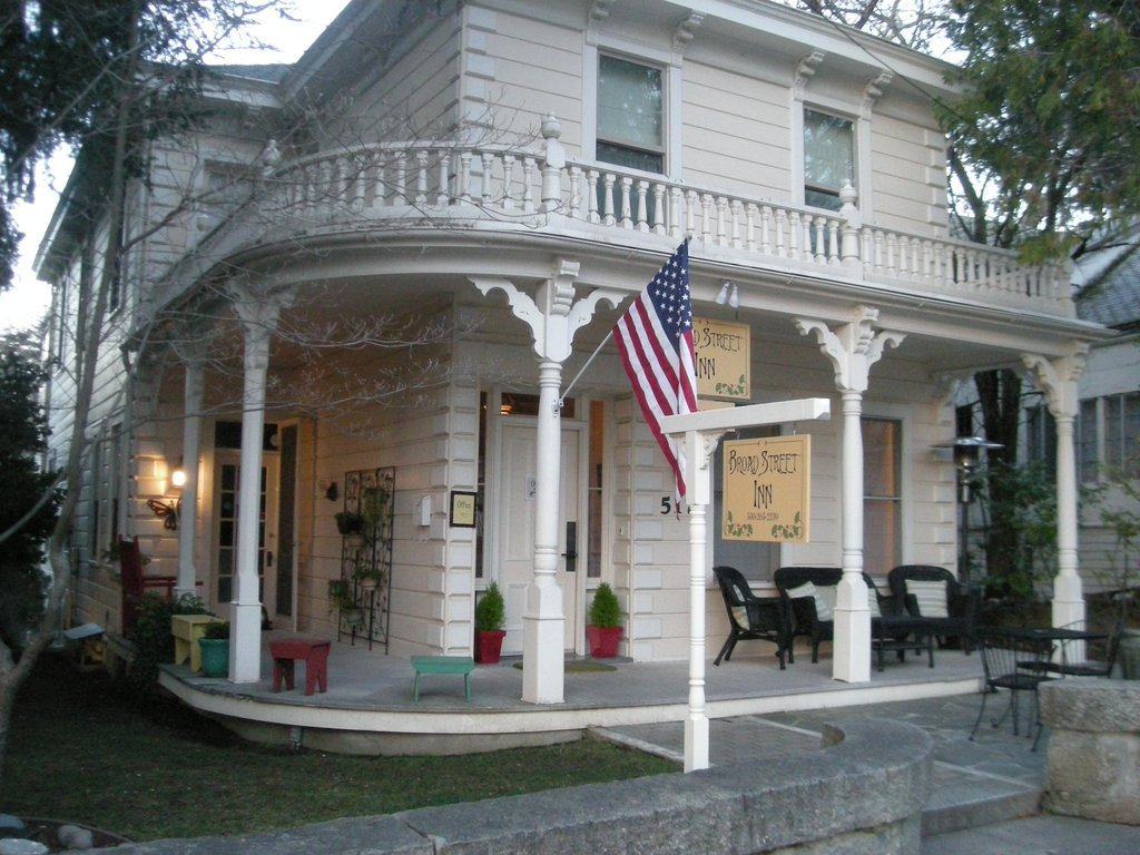 ‪Broad Street Inn‬