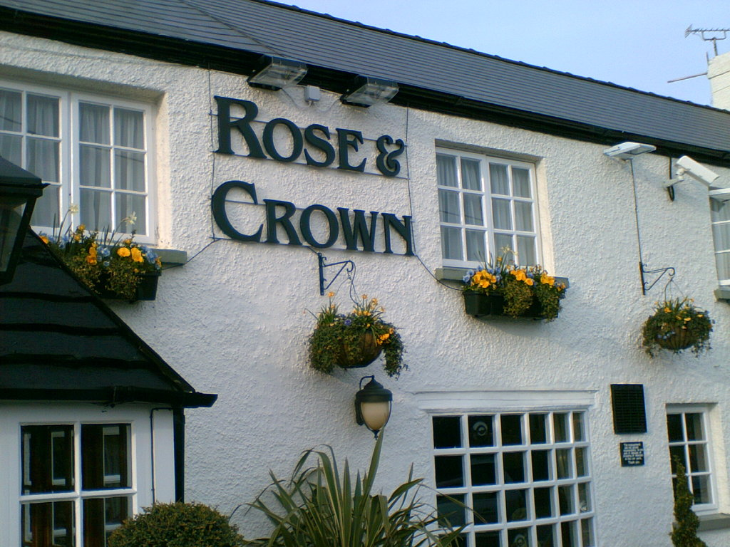 ‪Rose and Crown Public House‬