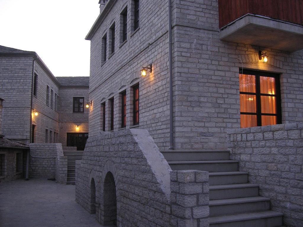 Monodendri Hotel