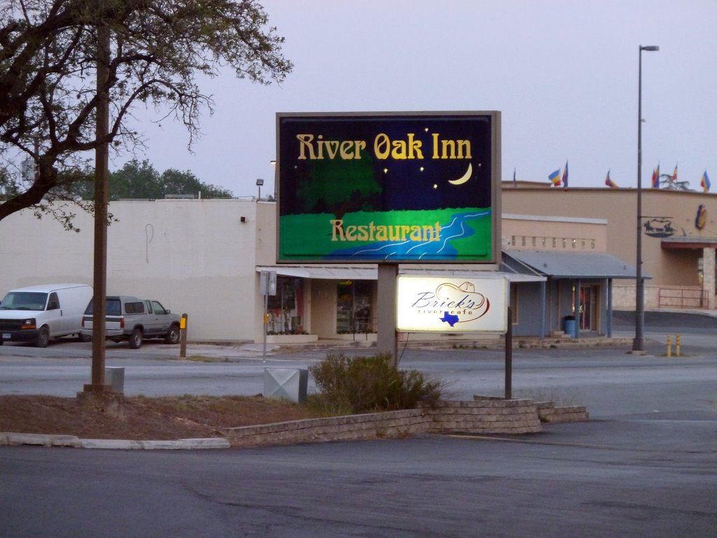 ‪River Oak Inn & Restaurant‬
