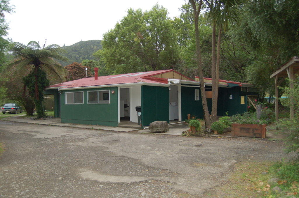 Te Araroa Holiday Park