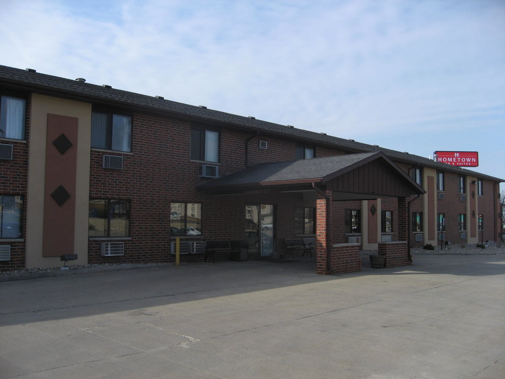Hometown Inn & Suites