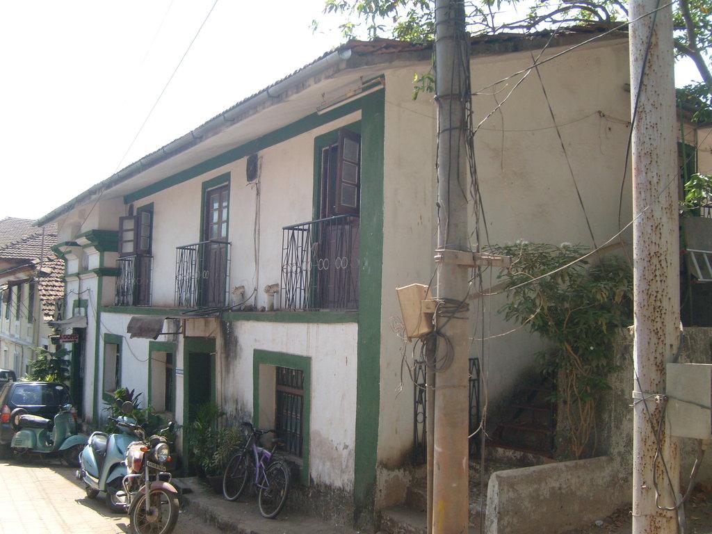 Vaz Residence