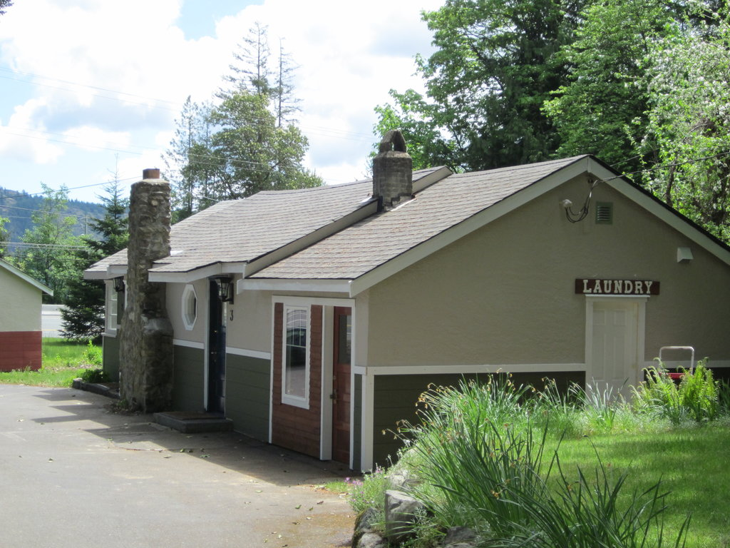 Malahat Bungalows Motel