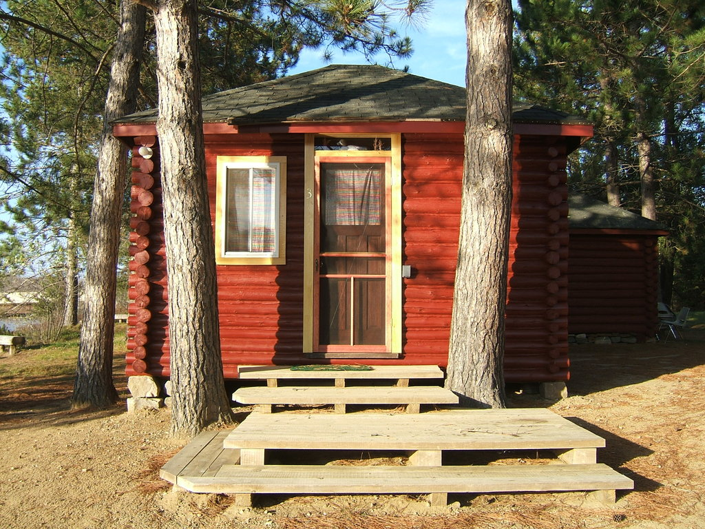 ‪Red Deer Log Cabins and Campground‬
