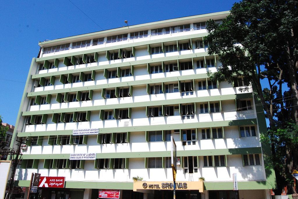 Srinivas Hotel