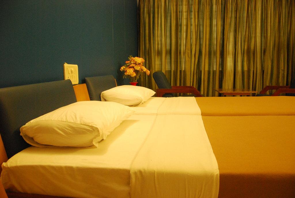 Amar Comforts Hotel