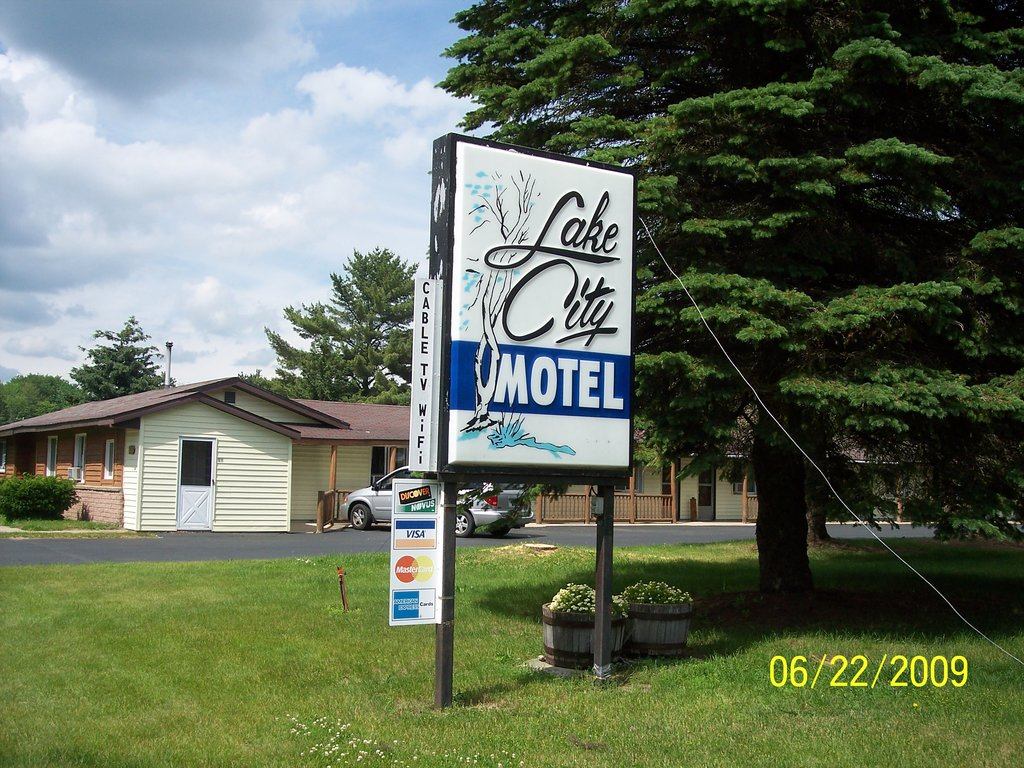 ‪Lake City Motel‬