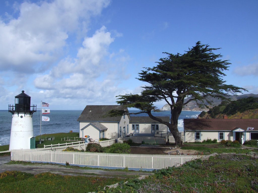 HI-Point Montara Lighthouse