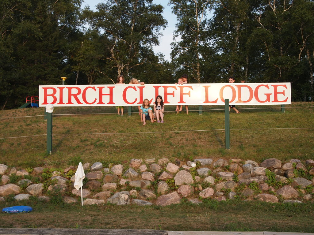 ‪Birch Cliff Lodge‬