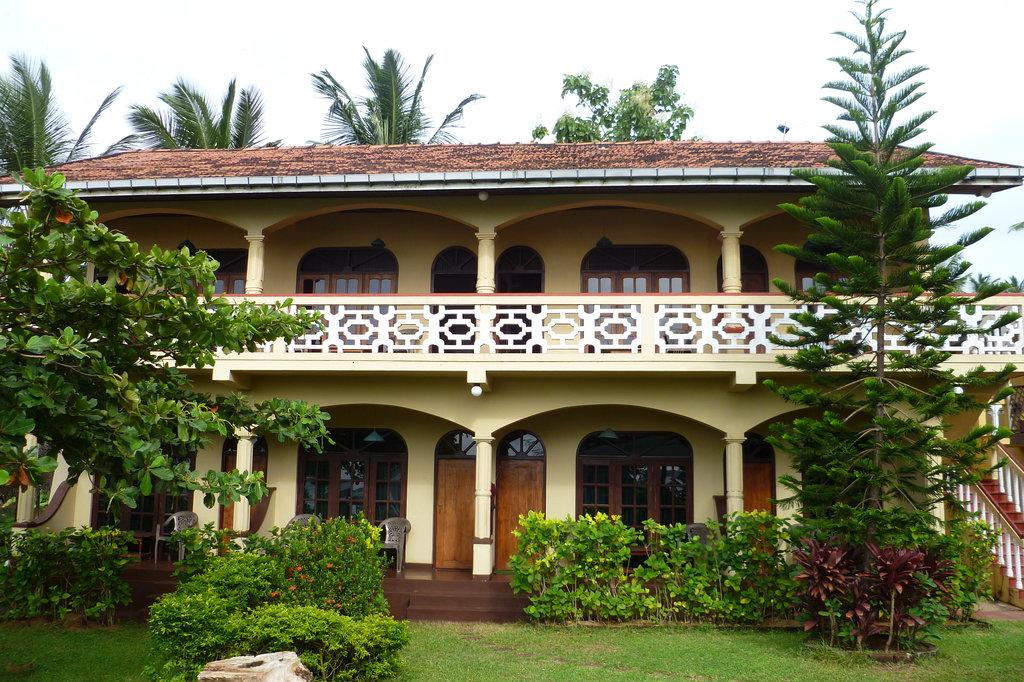Kadolana Beach Resort
